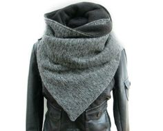 Eine kleine Vorschau auf unsere Herbst-Winterkollektion :)   Kuscheliger Wickelschal aus wunderschönem Strickstoff, gefüttert mit weichem Fleece in grau. Der Schal wird mit einem Knopf und einer...