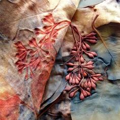 Was looking at different dying techniques and learnt you could dye fabric with f. This best image collections about Was looking at different dying Textile Dyeing, Textile Art, Dyeing Fabric, Fabric Painting, Fabric Art, Silk Fabric, Tinta Natural, Natural Dye Fabric, Natural Dyeing