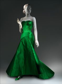 039327794e Charles James  Beyond Fashion. Emerald green silk ...