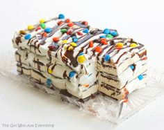 Ice cream sandwiches are a delicious treat, no doubt about it. But do you know what happens when you combine a whole bunch of ice cream sandwiches along with some whipped cream and toppings? That's right, you get the legendary ice cream sandwich cake! Ice Cream Desserts, Frozen Desserts, Frozen Treats, No Bake Desserts, Cold Desserts, Cupcakes, Cupcake Cakes, Cake Recipes, Dessert Recipes
