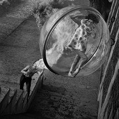 Photos+of+Women+Floating+Over+Paris Melvin Sokolsky, Paris Harper's Bazaar Bubble spring collection. Foto Fashion, 1960s Fashion, Vintage Fashion, Fashion Shoot, French Fashion, Editorial Fashion, Fashion Models, Vintage Style, Fashion Walk