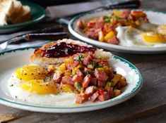 Here's a tasty meal idea where we put leftover corned beef and boiled potatoes to good use. Heat up your skillet, we're making EASY CORNED BEEF HASH! Slow Cooker Corned Beef, Corned Beef Hash, Corned Beef Recipes, Quiche Lorraine Recipe, Butter Recipe, Butter Pie, Sirloin Tip Roast, Feta Salat, Thing 1
