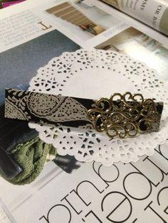 高級感あるパタンの生地に金具の飾りがシンプルなのにキレイなバレッタです。• カラー:黒x白• サイズ:10cm×2.5cm バ...|ハンドメイド、手作り、手仕事品の通販・販売・購入ならCreema。