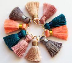 Enchanting Ribbon Embroidery Flowers by Hand Ideas - tiana Diy Tassel, Tassel Jewelry, Tassels, Diy Keychain, Tassel Keychain, Diy Earrings Dangle, Diy Jewelry Supplies, Homemade Art, Diy Jewelry Findings