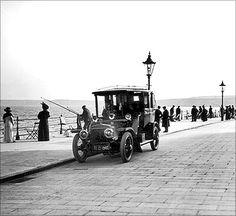 RARE Photos : Old Mumbai – Mumbai's infrastructure since Rare Pictures, Rare Photos, Old Photos, Shopping In Mumbai, Sea Angling, First Bus, Mumbai City, Vintage India, Dream City