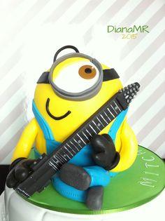 by Diana Manzanares Ruiz www.facebook.com/muffinalmente.firenze Chapman Stick Minion Cake Torta Tarta Musica Musical Musicale Michele Miki Mitcha Vitulli