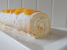 Swiss roll met perzik – Liefde voor bakken Baking Recipes, Cake Recipes, Baking Ideas, Swiss Cake, Cold Cake, Easy Cake Decorating, Best Street Food, Cake & Co, Bread Cake