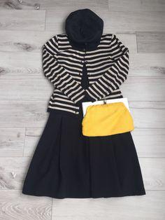 『フランス人は10着しか服を持たない』に影響され、10着の服を着回して30日間違うコーデを実践しています。ユウコです。靴と鞄を黄色にしました明るい色のものを身に着けたい気分だった日。私が持っている小物の中でも派手な色味の小物たちに登場してもらいました。鞄と靴を