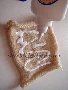 Make crimped yarn for doll hair. Doll Clothes Patterns, Doll Patterns, Doll Tutorial, Waldorf Dolls, Doll Hair, Soft Dolls, Doll Crafts, Amigurumi Doll, Fabric Dolls