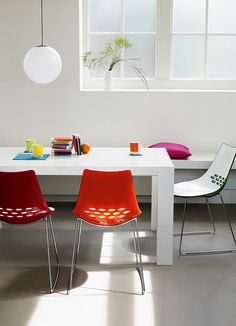 Calligaris jam dining chairs with white table