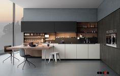Koele grijstinten en zacht wit zorgen voor rust in deze moderen keuken