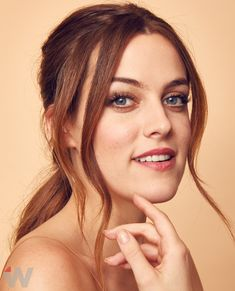 The actress in Starz's escort drama, Riley Keough, poses for pictures Elvis And Priscilla, Priscilla Presley, Lisa Marie Presley, Riley Keough, The Girlfriends, Poses For Pictures, Portrait Photo, Pretty Face, Actresses