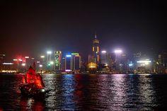 Hong Kong.  El mejor Skyline del mundo?? Seguiremos investigando...  #hongkong #igershongkong #igersasia #skyline #boat #bigcity #citylife #lights #awesome #nightphotography #river #wanderlust #traveller #travelalone #travelboy #travelphotography #travelblogger #blogger #travelpic #traveltips #beautifuldestinations #memories #explore #aroundtheworld #travelporn #travelgram #viajar #mochileros