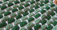 Jeg elsker dette strikkemønster! Det  får alle farver til at tage sig allerbedst ud. Det er som at male at  kombinere farverne.      Det er... Lace Knitting, Knitting Stitches, Knitting Patterns, Crochet Patterns, Tunisian Crochet, Knit Crochet, Drops Design, Stitch Design, Knitted Blankets