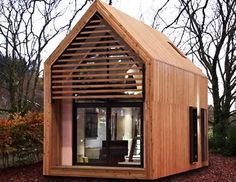 love you big: Portable Mini Houses I could live out my years in this if I had a yard space large enuff for a few dogs!
