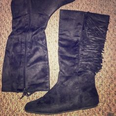 Adorable fringe boots! Super cute fringe boots never worn! In perfect condition! Sheikh Shoes