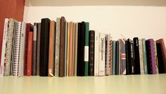 Depuis petite déjà, j'aimais dessiner, écrire et créer. Et depuis quelques années, j'ai une passion accrue pour la papeterie, et spécialement les carnets. Les petits carnets pour y faire des listes...