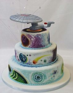 I'm not a Trekkie, but the painting on this cake is really incredible.