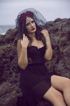 Tocado Velo Negro  Morgana por NebulaXcrafts en Etsy