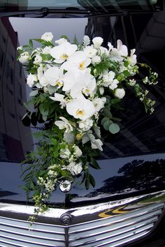 Wedding car decor More Source by yiotakapari Wedding Car Decorations, Flower Decorations, Decor Wedding, Wedding Favors, Rustic Wedding, Wedding Getaway Car, Bridal Car, Deco Floral, White Orchids