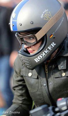 View several of my favorite builds - stylish scrambler designs like this Cafe Racer Helmet, Cafe Racer Girl, Bmw Cafe Racer, Retro Motorcycle Helmets, Motorcycle Style, Motorcycle Gear, Motorcycle Girls, Biker Style, Lady Biker