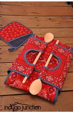 Casserole Carry-All | Indygo Junction - created in Soho Bandana Fabric by Amy Barickman