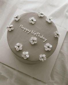 Pretty Birthday Cakes, My Birthday Cake, Pretty Cakes, Bolo Tumblr, Simple Cake Designs, Simple Cakes, Pastel Cakes, Cute Baking, Cupcake Cakes