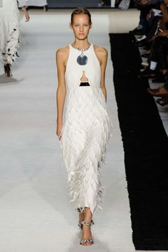 #GiambattistaValli #2015 #Fashion #Show #ss2015 #pfw #Paris #Fashionweek via @TheCut