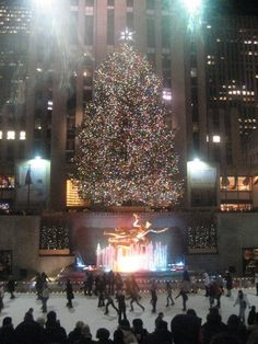 The only time I've ever seen NYC was at Christmas. It was awesome. (rockefeller center during christmastime)
