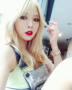 Shared by Find images and videos about kpop, hyuna and on We Heart It - the app to get lost in what you love. Kpop Girl Groups, Kpop Girls, Asian Woman, Asian Girl, Uee After School, Blonde Hair With Bangs, Hyuna Kim, Square Faces, Asian Celebrities