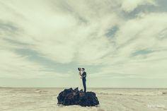 Trash The Dress, Noivos no mar, Rauny e Monique, Ueliton Santos Fotografia de Casamento, Wedding, Wedding Photography, Wedding Photographer, Awesome Photo with water, love, amor, #trashthedress, #UelitonSantosFotografia, #Wedding, #WeddingPhotography, #WeddingPhotographer, #love, #amor, #ensaiofotográficodenoivos #creativephoto