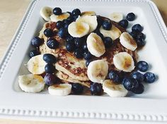Morning loves happy sunny-day 🌞 today for breakfast are protein pancakes! One mashed up banana, 1 tbsp of peanut butter, 2 eggs, cinnamon, topped with banana & blueberries! Also with a little syrup 😋 hope everyone has an amazing Sunday xo  #skinny #pancakes #pancakesunday #sundaybrunch #sunday #fitness #healthy #healthyfood #healthyliving #healthylifestyle #auntjemima #sundayz #lazysunday #goodeats #goodmorning