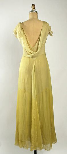 Evening ensemble (image 3 - back) | Madeleine Vionnet | French | early 1930s | silk | Metropolitan Museum of Art | Accession Number: C.I.62.44.10a–c