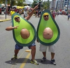 Happy Halloween to all! Bring on the Halloween Memes! Funny Cute, The Funny, Super Funny, Avocado Costume, Halloween Disfraces, Costume Halloween, Holloween Costumes For Men, Halloween Fancy Dress, Happy Halloween