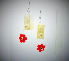 White n Red flowers fun earrings jewelry handmade by AlmondTree #etsy #jewelry #jewellery #shophandmade #shopsmall #earrings #lego #wirewrapped #wirework