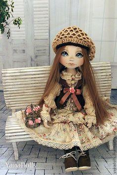 Tammy. Tammy, 46 см.  Девочка стоит с помощью подставки, сидит самостоятельно. Ручки и ладошки гнутся. Волосы-кукольные трессы, гладкие, как шелк, можно расчесывать и заплетать. Одета малышка в батистовое, платьице, очень сложное. Pretty Dolls, Cute Dolls, Beautiful Dolls, Dollhouse Dolls, Miniature Dolls, Fabric Dolls, Paper Dolls, Kokeshi Dolls, Soft Dolls