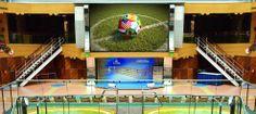 PublicViewing ist ja dieser Tage die Lieblingsbeschäftigung viele Fussballfans! Keine Wunder also, dass es PublikViewing an den ungewöhnlichsten Orten gibt. Zum Beispiel auf dem Schiff - Costa Kreuzfahrten bietet das ganz besondere Fussball-Fieber an Bord :-) genial!