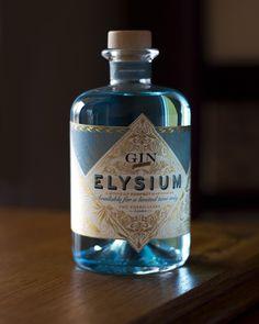 Naming y diseño para la ginebra Elysium Gin. Un concepto victoriano para la boutique de espirituosos The Poshmakers. El diseño de la botella toma su inspiración en los brebajes de farmacia decimonónica.   — #gin #gintonic #cocktails #londongin #spirits #drink #mixology #theposhmakers #packagingdesign #graphicdesign #identity #naming #winemarketingguru #valentiniglesiasiturralde #branding #design #creativity #experimental #vintage Gin Tonic, Experimental, Branding, Iglesias, Boutique, Vodka Bottle, Drinks, Graphic Design Projects, Wine Tags