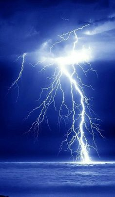 Science Discover Blue storm hit the Land today. Lightning Photography Nature Photography Nature Pictures Beautiful Pictures Amazing Photos Lighting Storm Image Nature Thunder And Lightning Wild Weather Lightning Photography, Nature Photography, Nature Pictures, Cool Pictures, Amazing Photos, Beautiful Pictures, Lighting Storm, Lightning Photos, Image Nature