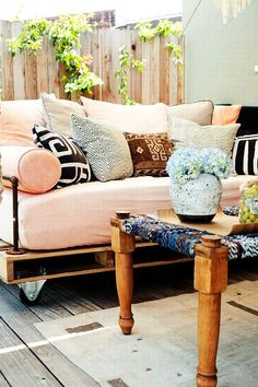 Outdoor pallet sofa from scrap