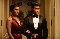 Lara Dutta and Hrithik Roshan in Don 2