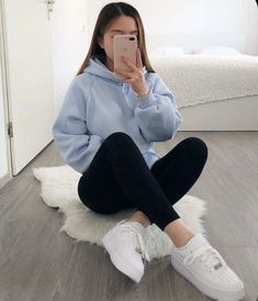 Cute Sporty Outfits, Trendy Fall Outfits, Casual School Outfits, Basic Outfits, Teen Fashion Outfits, Stylish Outfits, Teenage Outfits For School, Grunge Outfits, Lazy College Outfit