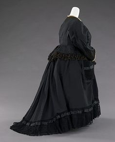 1894, Mourning dress worn by Queen Victoria, with pocket.