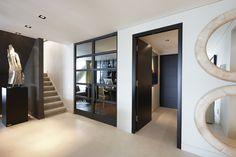 Hal met deuren van Bod'or - Design by Eric Kuster - Residential - Deuren: Christian - George