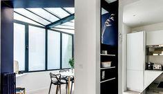 Au coeur du 18ème arrondissement de Paris, dans le quartier animé de Montmartre, se cache un bel appartement de 80 m2, répartis sur 3 niveaux. N'ayant pas subi de travaux depuis 20 ans, l'endroit était sombre et plutôt triste. Le jeune couple qui en fait l'acquisition souhaite alors le remettre en état, faisant pour cela appel à l'architecte d'intérieur Elodie Cottin. Celle-ci propose de revoir entièrement l'agencement, en créant notamment des ouvertures pour apporter ...