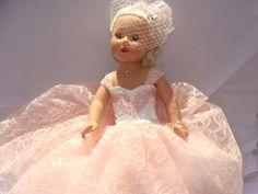 Bestickte Blush Lace-Ballkleid für American von NormasSpecialDays