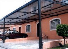 Modelo de cobertura para garagem muito usado em residências iguais.  28 modelos de cobertura para garagem de casas.  Este modelo é de telhas de acrílico com armação de aço.  http://www.vaicomtudo.com/cobertura-para-garagem.html