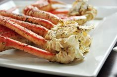 I have tried and tried again to re-create the garlic butter crab legs that taste like the crabs from my favorite crab joint-The Crab House on Pier 39 in San Francisco. I have finally done it! Grilled Catfish, Grilled Crab, Grilled Pork Chops, Grilled Lobster, Grilled Food, Seafood Dishes, Fish And Seafood, Seafood Recipes, Crab Dishes