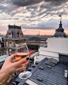 WEBSTA @ katie.one - Have a nice weekend everyone! / Незабываемый вид на Сену, уютная терраса, отличные музыкальные программы и всегда свободный вход – что ещё нужно, чтобы полюбить ночную жизнь в Париже? Всем отличной субботыStory on  Katie-one #hoteldeville #toureiffel #eiffeltower #party #sunset #wine #paris #france #париж