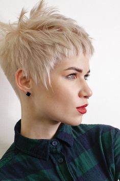 Funky Short Hair, Long Hair Cuts, Short Hair Styles, Pixie Hairstyles, Pretty Hairstyles, Cute Pixie Haircuts, Cheveux Courts Funky, Medium Long Haircuts, Choppy Hair
